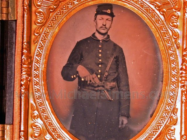 CIVIL WAR IMAGE OF AN ARMED SOLDIER.