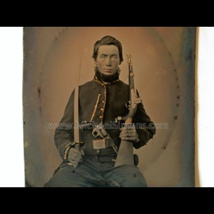 PHOTOGRAPH OF AN ARMED CIVIL WAR UNION CAVALRY TROOPER